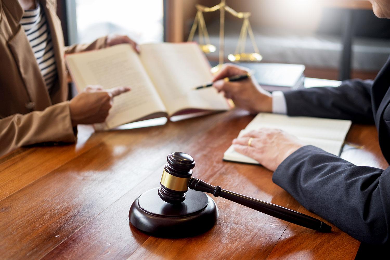 lawyer-in-office-GUYMPXD